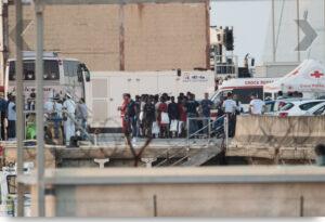 Lo sbarco dei minori al porto NATO di Augusta